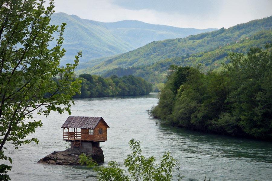 Drinska Ku A Odmor U Pitomoj Dolini Reke Drine